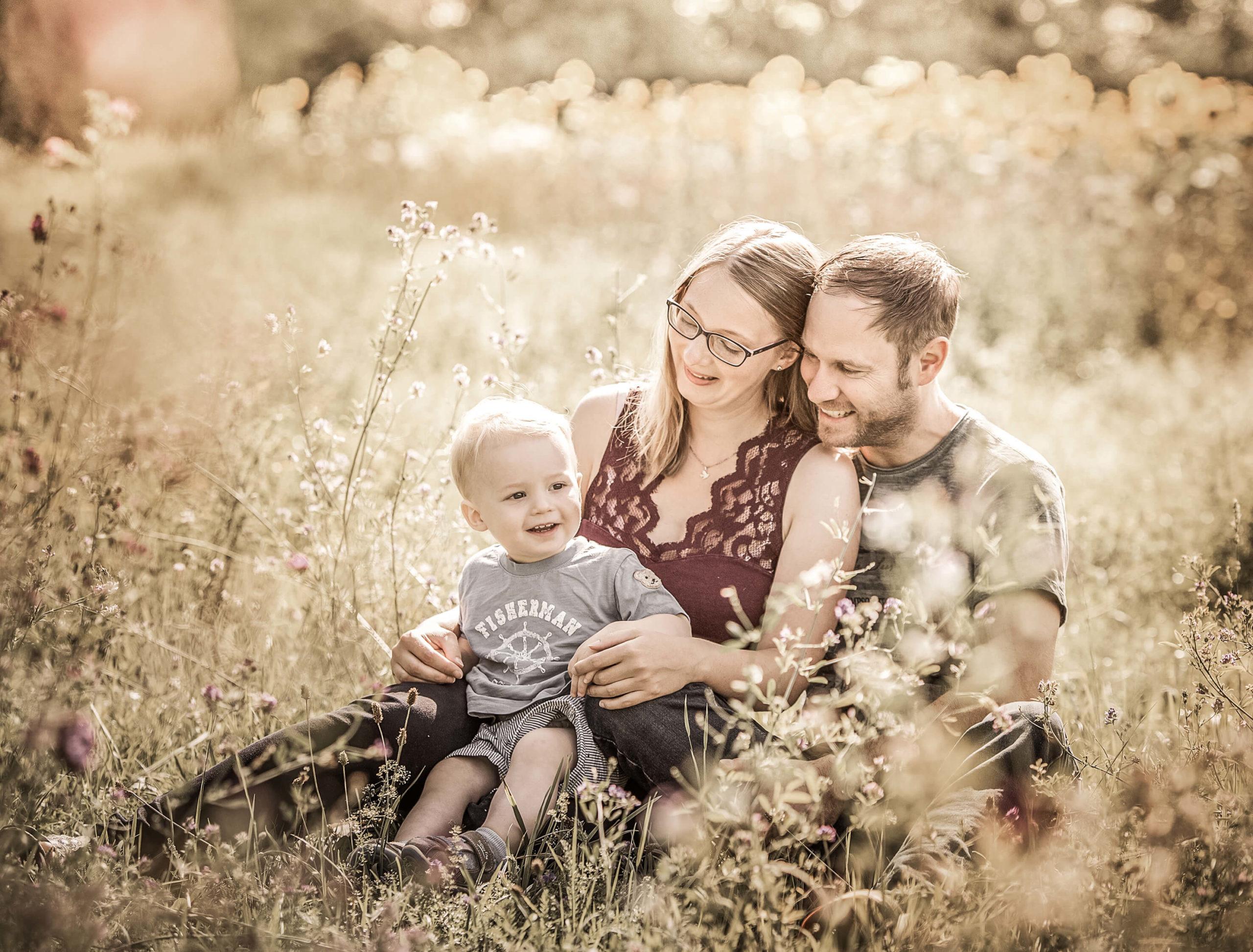 Familie, Fotostudio,kuscheln