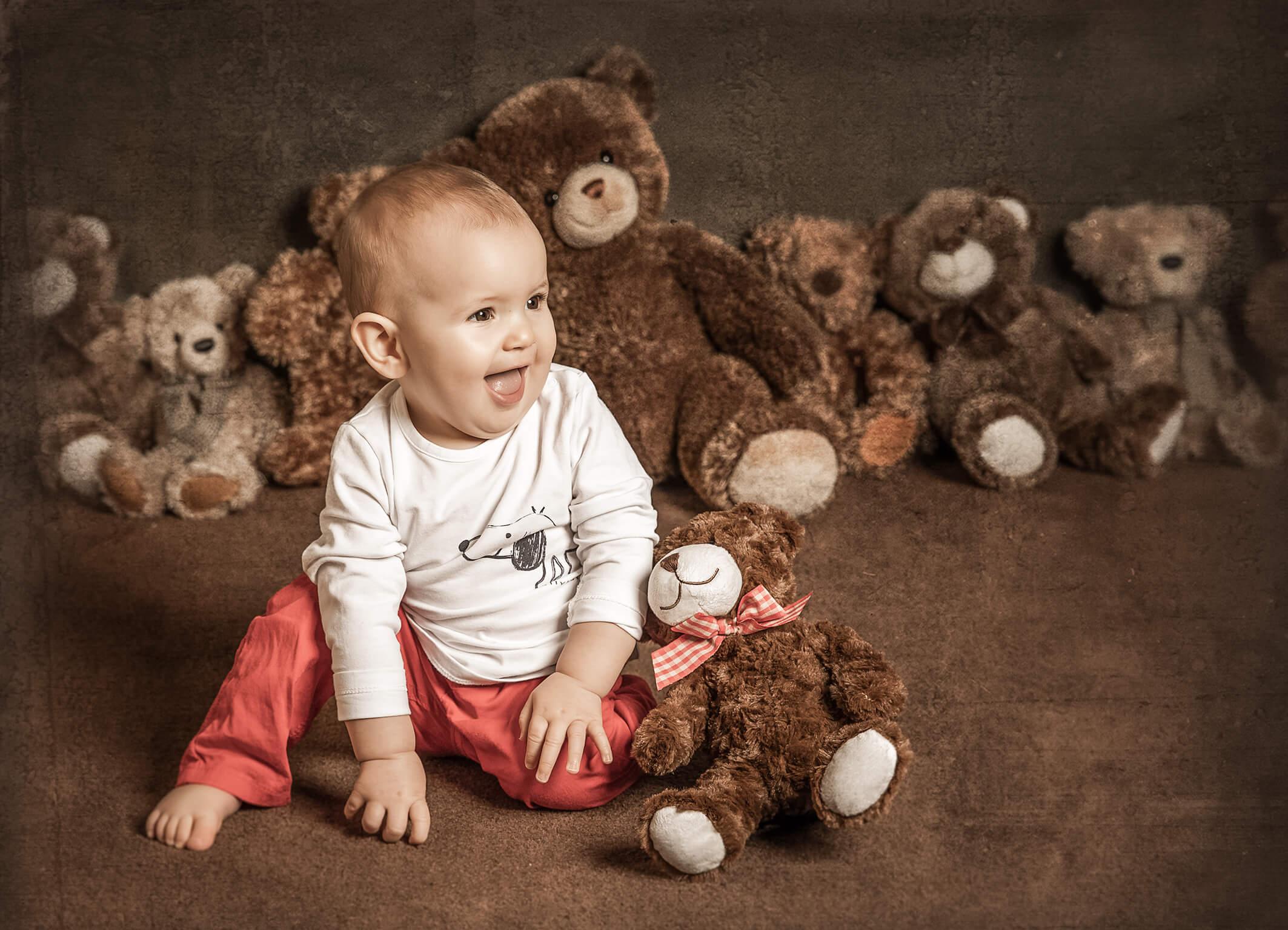 Babfoto im Fotostudio mit Teddybär
