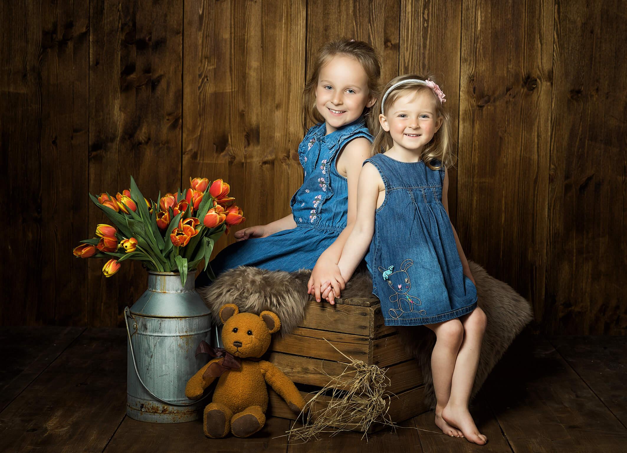 Geschwisterfoto im Frühling